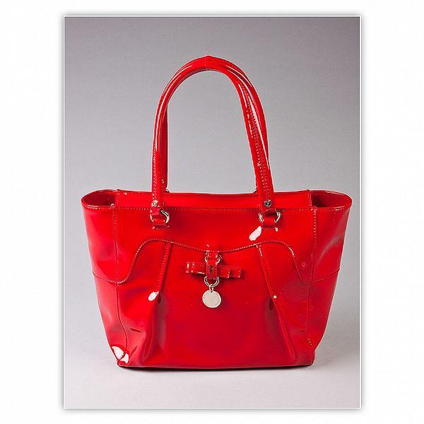 Dámska ohnivo červená lakovaná kabelka s ozdobnou visačkou Ferré Milano