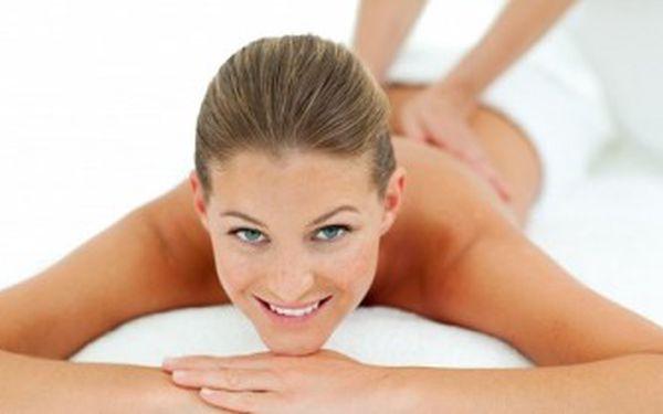 RELAXAČNÍ masáž zad KOKOSOVÝM OLEJEM. Dokonalé uvolnění. PROFESIONÁLNÍ PÉČE.