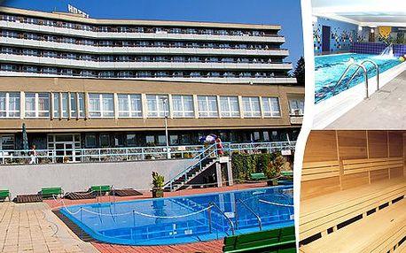 3 denní pobyt pro 1 osobu s bohatou polopenzí, valašským truňkem na přivítanou, sladkým potěšením, uhličitou koupelí, směsí 31 léčivých bylin, tenisem, neomezeným vstupem do vyhřívaného bazénu a mnoho dalšího!! Přijeďte zrelaxovat na Valašsko do hotelu Relax