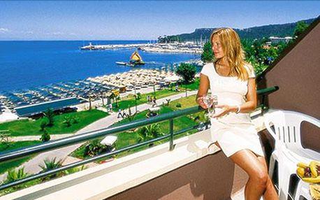 LAST MINUTE. 28.6. - 5.7. Turecká riviéra na 8 dní s all inclusive. Středisko Kemer, pláž u hotelu.