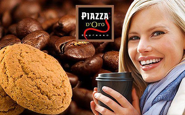 Lahodná káva so sušienkou v La Piazzetta