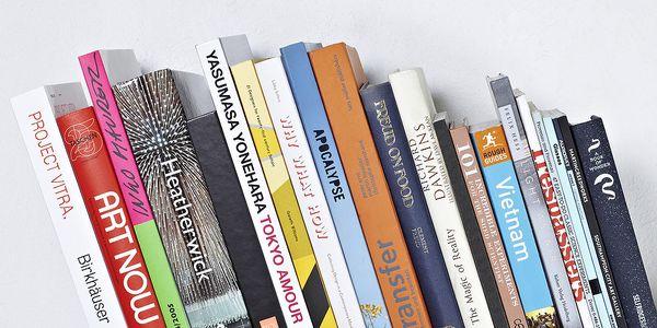 Neviditelná zarážka na knihy - udrží více než metr knih. Vysoce funkční!