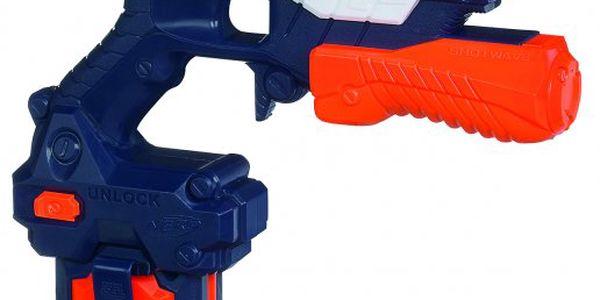 NERF Super Soaker Shotwave - Vodní pistole umožňuje zasáhnout protivníka proudem vody až na 7,5 metru