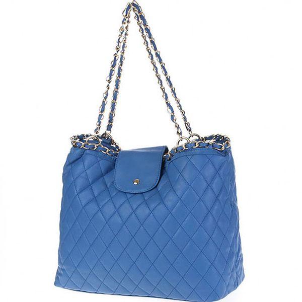Modrá kabelka s řetízkovými popruhy
