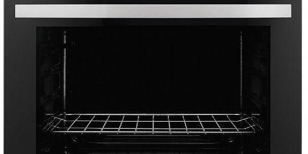 Vestavná trouba Zanussi ZOB10401XK pro usnadnění vaření. Povrch z nerezu odolávající otiskům prstů