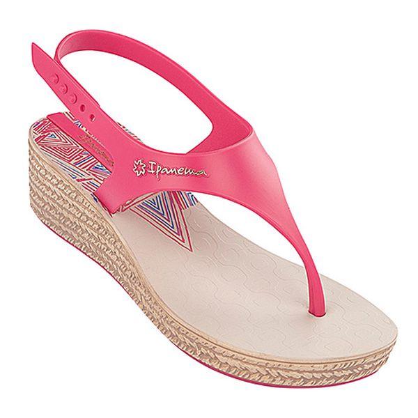 Růžové sandále na klínku