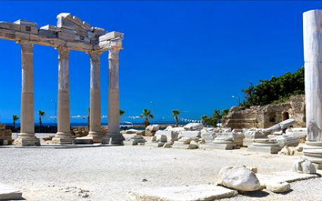 LAST MINUTE 19.-26.7. 8 denní Turecká riviéra s all inclusive. Letovisko Side nabízí krásné pláže a antické památky.