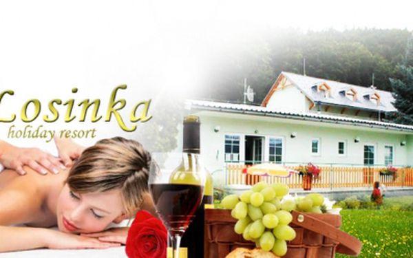 Třídenní WELLNESS pobyt pro dva s POLOPENZÍ a NEOMEZENOU KONZUMACÍ alko i nealko nápojů jen za 2999 Kč! Konopný ZÁBAL zad, éterická MASÁŽ zad a welcome drink v ceně! Vouchery platné až do ZÁŘÍ 2013 a báječná sleva 51%!