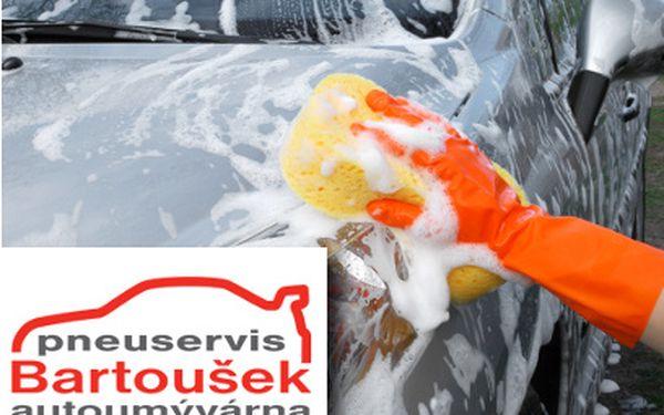 Ruční mytí vozu za 559 Kč včetně tepování interiéru!