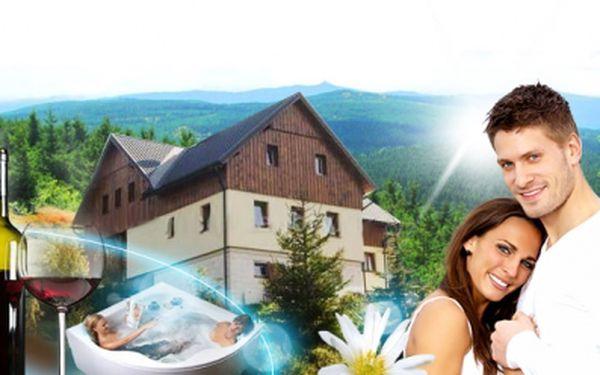 ŠETIDENNÍ rodinný pobyt v Jizerských horách pro 2 dospělé a 2 děti v luxusním APARTMÁNU se SNÍDANÍ, privátním WELLNESS, lahví VÍNA a venkovní VÍŘIVKOU za 4999 Kč! V ceně dále koláč a káva při příjezdu! Rodinná dovolená se slevou 48%!