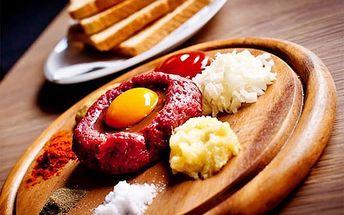 Výborný tataráček (150 gramů) s 6 topinkami v oblíbené Špindlerovské restauraci The Rustical jen za 139 Kč!