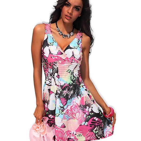 Růžové šaty s motýly