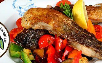 Výhodná akce pro milovníky ryb: pstruh, příloha, nápoj a hodina rybaření!