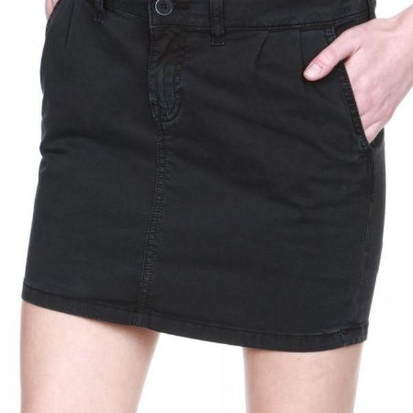 Stylová dámská sukně do půlky stehen Mustang 3219-6514-423, černá