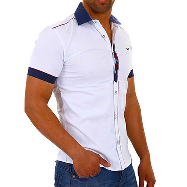 Bílá košile a červeno-modrými detaily