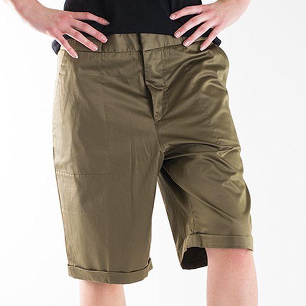 Nadměrné khaki tříčtvrteční kalhoty