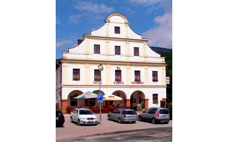 Na kolo nebo lyže do Krkonoš! Skvělé třídenní ubytování pro dvě osoby s polopenzí + relaxační masáž v ***hotelu Pošta na úpatí Černé hory
