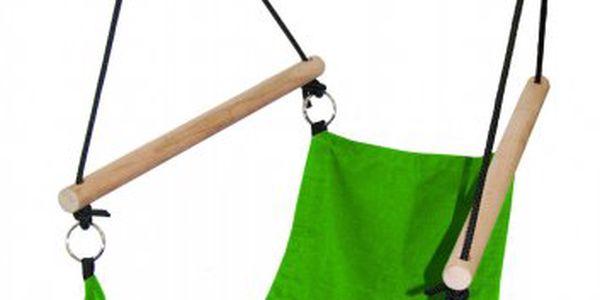 Woody Houpací látkové křeslo - zelené zodolné pevné látky a dřeva.