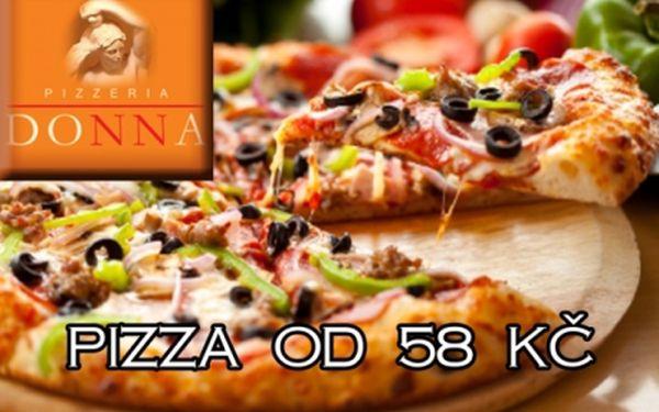 PIZZA S SEBOU z vyhlášené pizzerie DONNA! Sleva na všech 29 druhů skvělých pizz již od 58 Kč za pizzu po slevě! Pizzerie je v samotném centru Prahy 1 u metra Staroměstská!