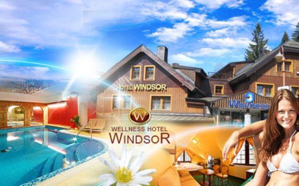 Luxusní pobyt ve Wellness Hotelu Windsor**** v centru Špindlerova Mlýna! Jen 2990 Kč za TŘI DNY pro DVA včetně SNÍDANÍ, 2x vstupu do hotelového WELLNESS a 20% slevy do RESTAURACE! Luxusní dovolená pro náročné se slevou 57%!