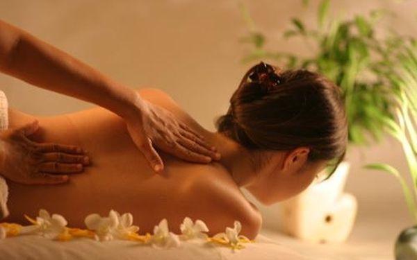 Nechte se hýčkat jiskřivými tóny vanilky, jasmínu a růže speciální orientální masáží prověřenou tisíciletími. ORIENTÁLNÍ MASÁŽ za 299 Kč.