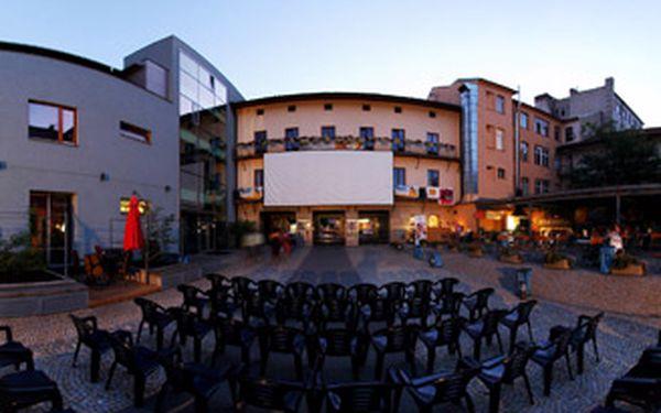 DVĚ vstupenky na filmové představení dle vlastního výběru do letního kina na dvoře Městského divadla Brno.