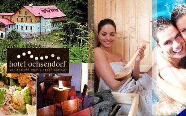 Romantika v samém srdci Krušných hor! Pobyt pro 2 osoby na 3 až 6 dní v hotelu Ochsendorf***+ s polopenzí. Bufetové snídaně, venkovní grilování, salátová mísa, privátní vířivka s lahví růžového sektu v ceně!