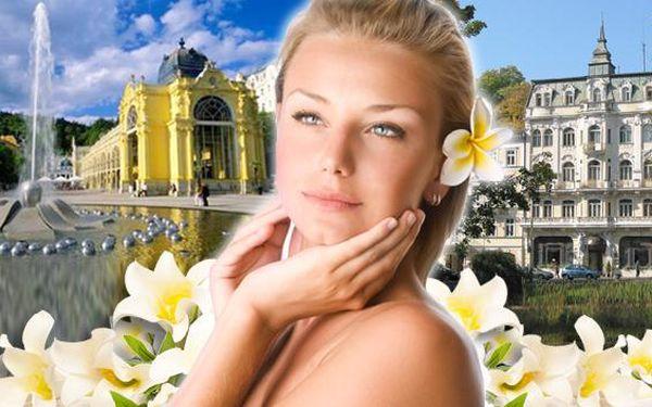 Wellness v Mariánských Lázních s masážemi a plnou penzí. Masáž lávovými kameny pro oba a zapůjčení nordic holí v nádherném hotelu Polonia v centru Mariánek. Prožijte 3 wellness dny v lázeňské perle Česka!