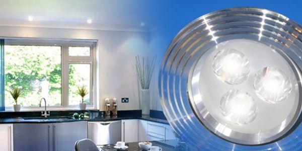 2x úsporné a výkonné bodové světlo (3W LED) s adaptérem nahradí světlo o výkonu 40W