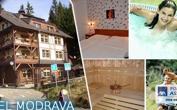 Zpříjemněte si poslední letní dny na Šumavě v hotelu Modrava – ubytování s polopenzí, láhev kvalitního vína k večeři, koupel ve whirpoolu a možnost půjčení kol.