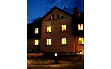 Relaxační pobyt v Jablonci nad Nisou! Ubytování na tři dny pro vás dva s polopenzí nebo snídaněmi, sauna, láhev vína ve ***hotelu Rehavital