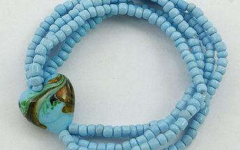 Dámský náramek z modrých perliček