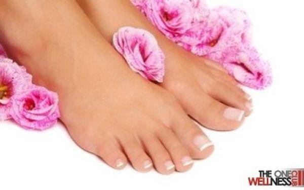 PROFESIONÁLNÍ PEDIKÚRA plus s lázní a LAKOVÁNÍM včetně MASÁŽE a osvěžující péče o chodidla.