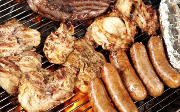 Masová nálož PRO 2 za 209 Kč! Žebra, steaky a klobásy na Žižkově!