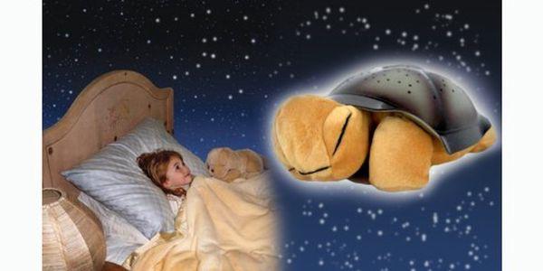 Svítící magická želva promění každý večer dětský pokoj i ložnici či jinou místnost v kouzelný ráj s nebem posetým hvězdami.