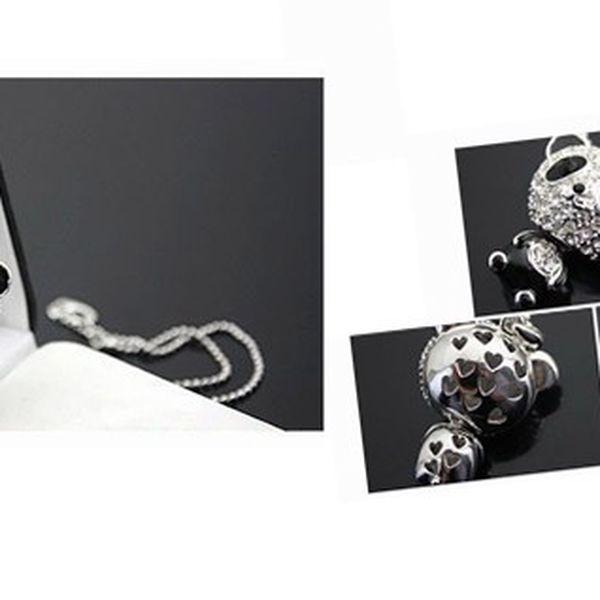 Elegantný a nevšedný náhrdelník s príveskom v tvare PANDY so striebornými kamienkami v čiernej farbe ako pravá PANDA!