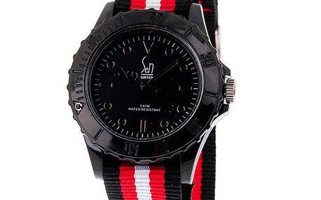 Černé analogové hodinky s pruhovaným náramkem Senwatch