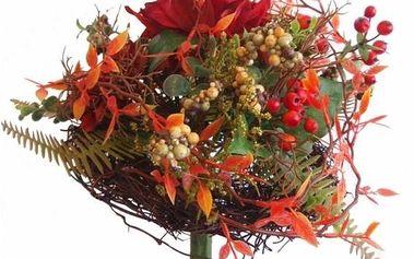 Umělá kytice jiřin, bobulí a listí