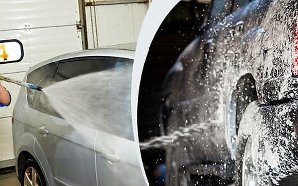 Pečlivé vyčištění interiéru a ruční mytí vozu