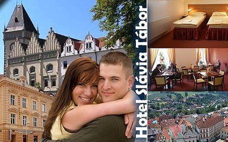 Pobyt v srdci jižních Čech v hotelu Slávia Tábor pro 2 osoby na 3 dny s bohatými snídaněmi, lahví vína, kávou a zákuskem. Děti do 6 let zdarma! Užijte si dovolenou ve městě se slavnou historií a nádhernou přírodou!