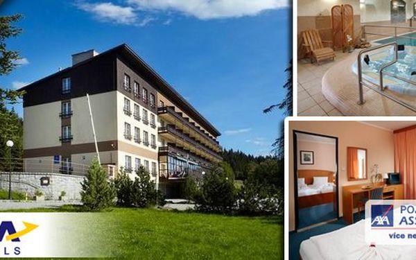 Vyhlášený OREA Hotel Špičák*** v srdci Šumavy! Pohodový tří denní relax pro dva! V ceně polopenze a volný vstup do fitness a wellness - bazén, whirlpool, sauna a parní lázně, plavání při svíčkách a relaxační hudbě.