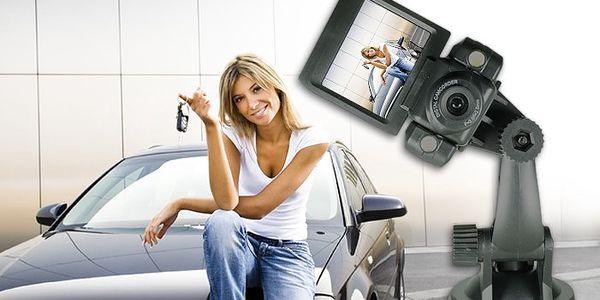 Kamera do auta s 2 LED diodami a otočným LCD displejem pro zachycení důležitých okamžiků