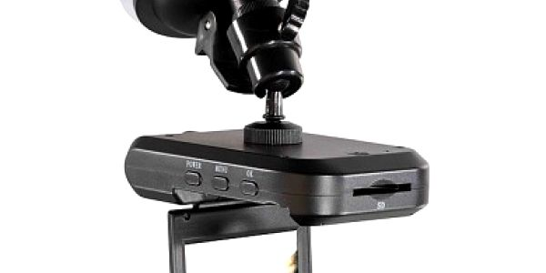 Autokamera Omega OM68 nahrává celou jízdu autem