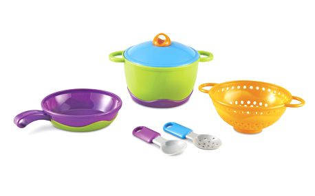 Základní kuchyňské vybavení - pánvička, hrnec, cedník, naběračka, lžíce