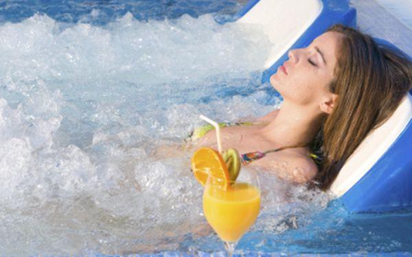Hodina vířivky a sauny za 499 Kč až pro 4 osoby! S citronádou a slevou do restaurace!