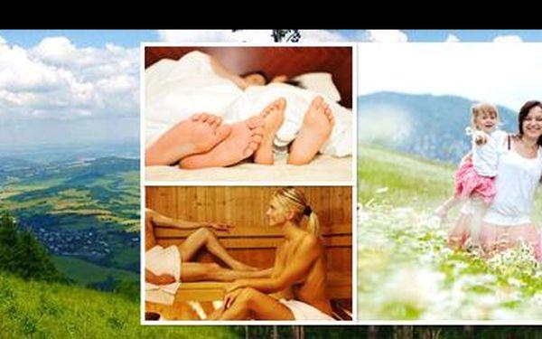 Užijte si ve 2 romantiku v srdci Beskyd! Jen za 1.550 Kč strávíte 3 dny v plně vybavené srubové chatě s kompletním sportovním zázemím a spoustou lákadel k výletům!