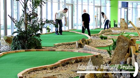 Hodina adventure minigolfu až pro 4 osoby v O2 aréně v Praze