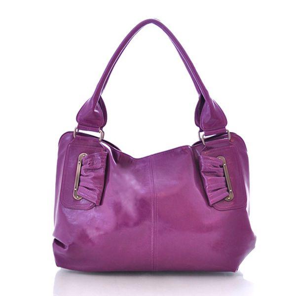 Elegantní fialová kabelka z umělé kůže s mírným leskem