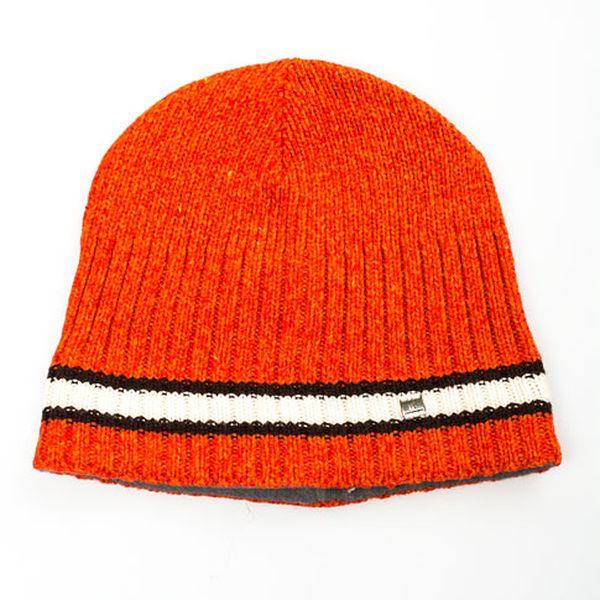Světle oranžová čepice s proužkem