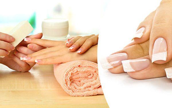Gellak, gelová modeláž či wellness manikúra